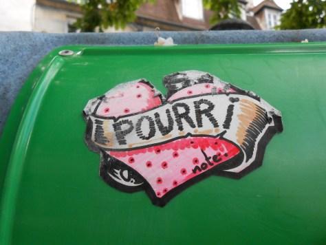 coeur pourri - sticker - besancon, mai 2014
