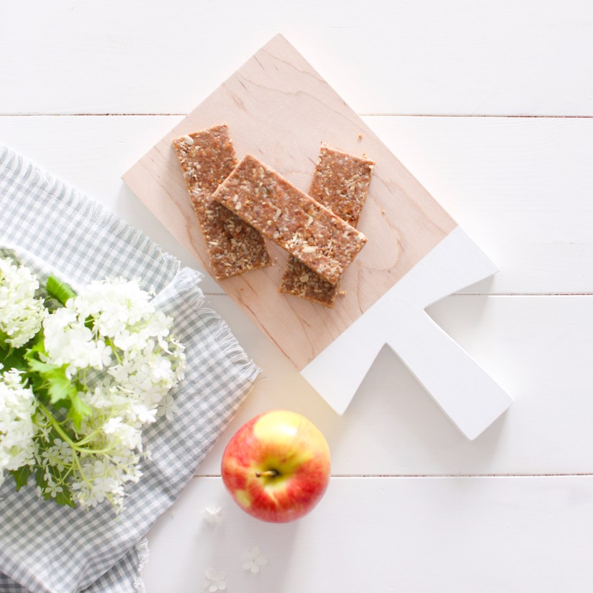 Apple Oat Bars that are nut free, no bake, gluten free and taste amazing! Made out of wholesome foods including dried apples, oats and sunflower seeds, they are perfect for school lunches!