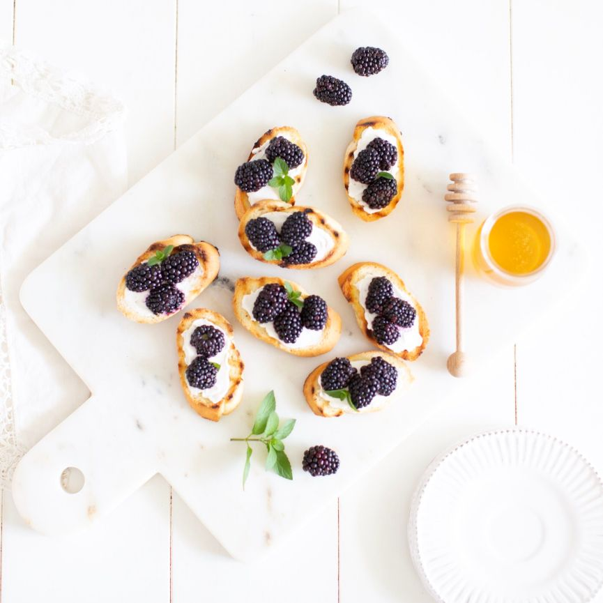 Blackberry Crostini with a vegan option - such an easy summer appetizer!