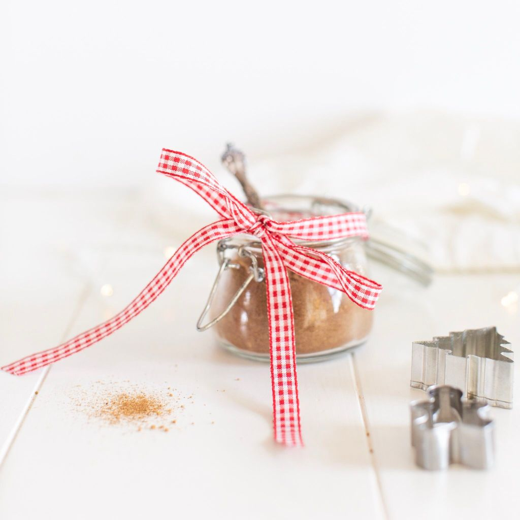 DIY Gingerbread Spice- what a sweet little zero-waste hostess gift!