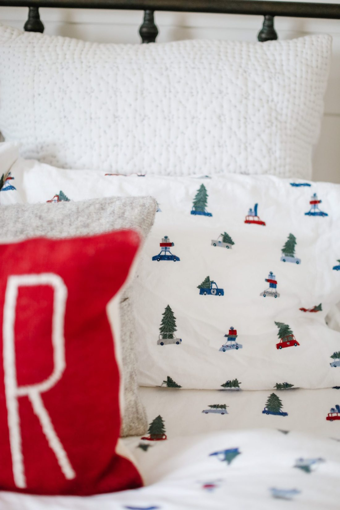 Decorating a boys room for the holidays