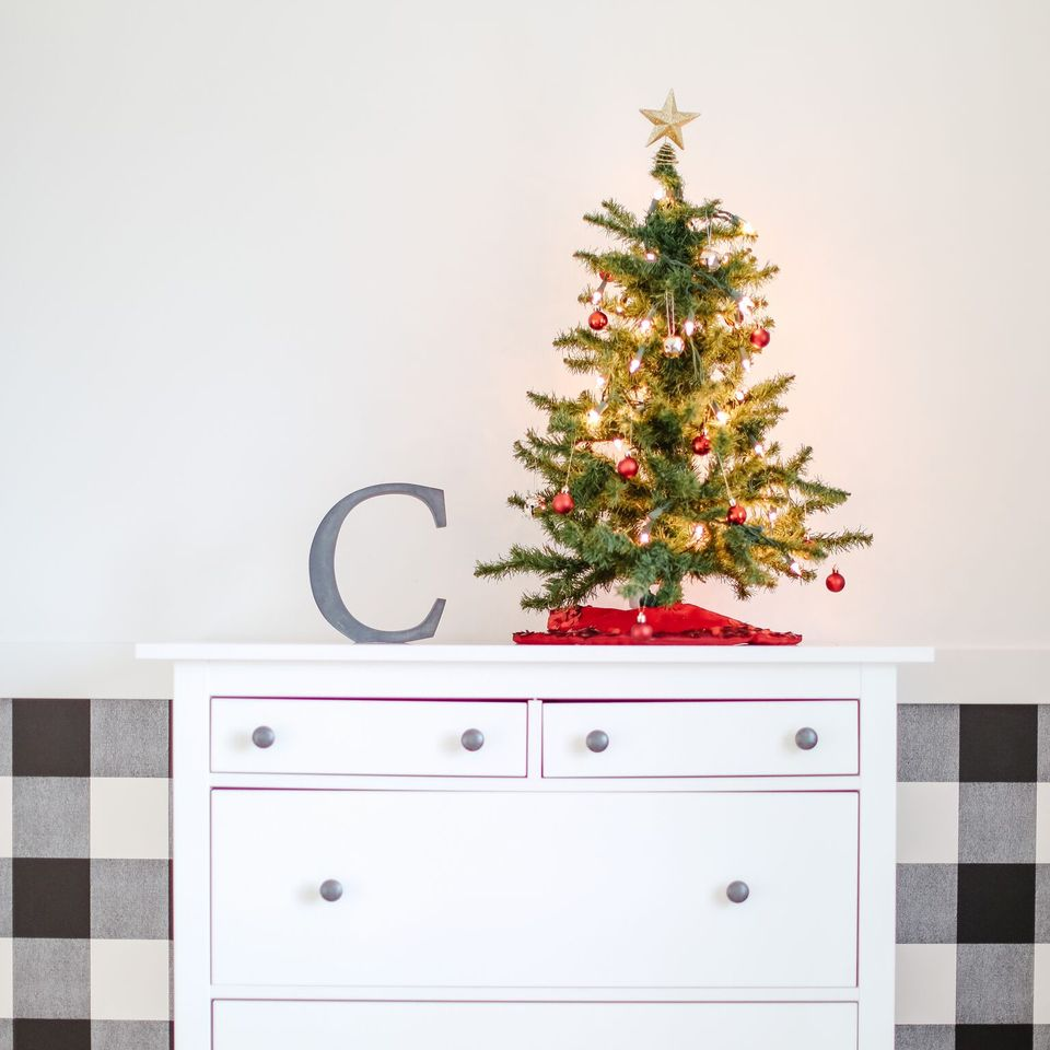 Decorating a boys room for the holidays with a Christmas tree