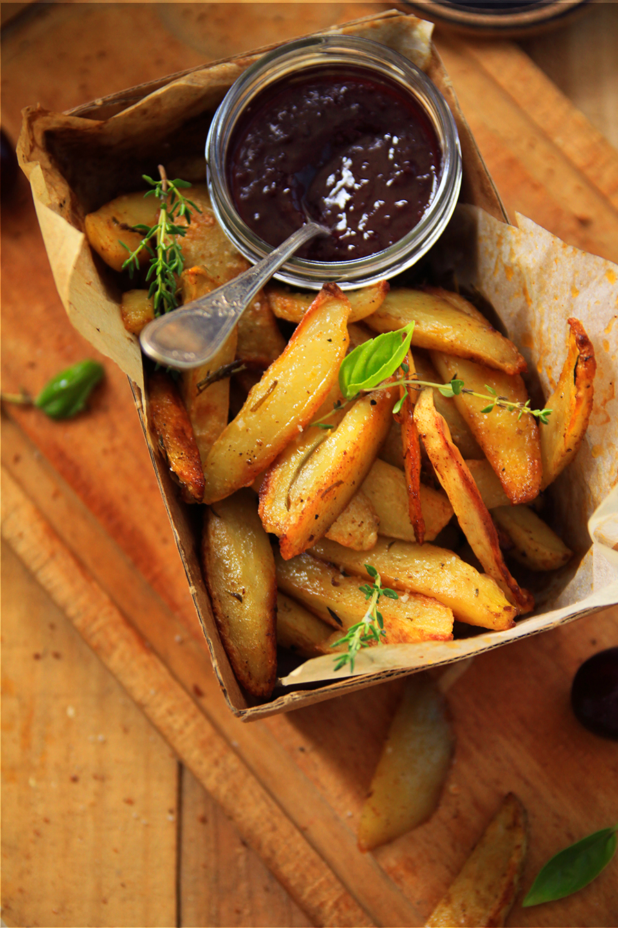 Frites-maison-et-ketchup-aux-cerises-noires