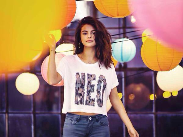 [News] Selena Gomez présente sa collection printemps 2015 pour NEO Adidas (1/6)