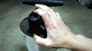Vacuum release for the vacuum fluid extractor/evacuator