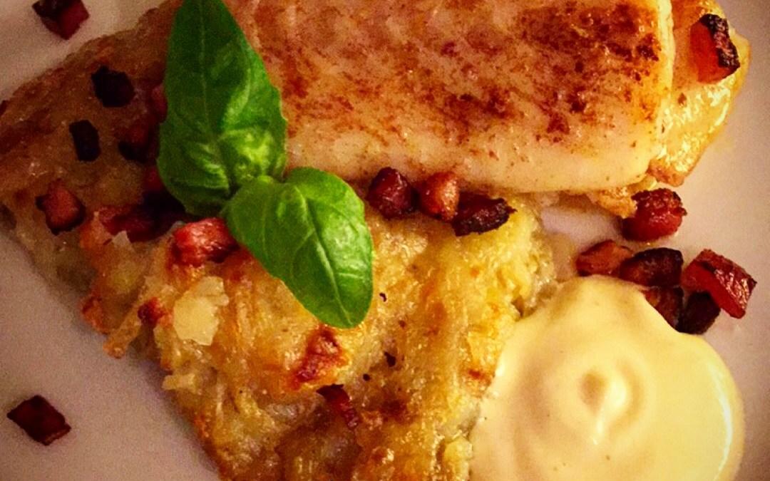 Smörstekt rimmad torskrygg med potatiskaka, brynt smör,knaperstekt sidfläsk och tryffelmajonnäs