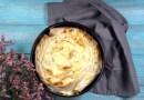 Готовим за 20 минут: улитка из лаваша с сыром и зеленью