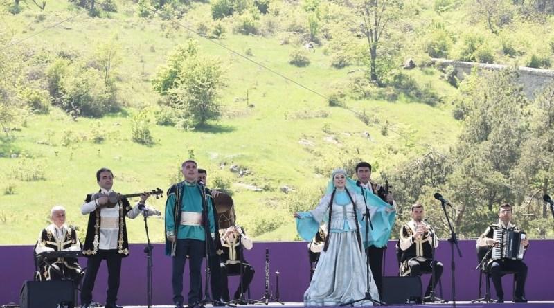 """İşğaldan azad edilən Şuşa şəhərində ilk dəfə """"Xarıbülbül"""" musiqi festivalı keçirilir"""