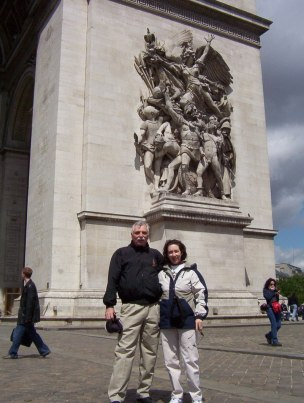 An image of Bob and Jean standing in front of the Arc de Triomphe in Paris, France.