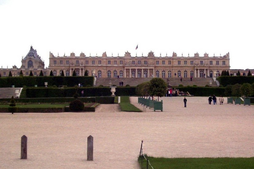 An image of the Palace of Versailles in France.