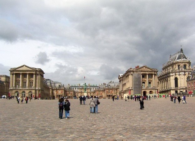 An image of the Royal Courtyard at the Palace of Versailles in France.