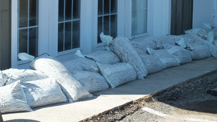 Huntsville flooding - sand bags - Ontario - April 21 2013