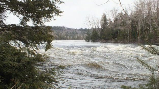 Oxtongue Lake control dam - flooding - April 20 2013