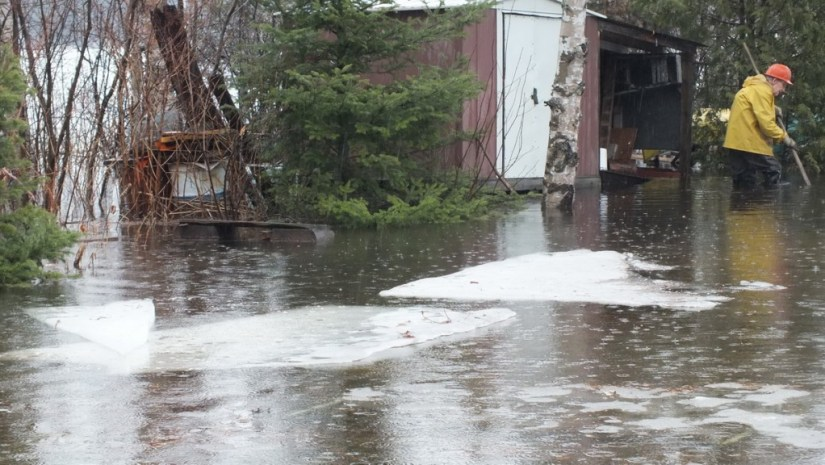 Oxtongue Lake flooding - ice floats in from lake - April 20 2013