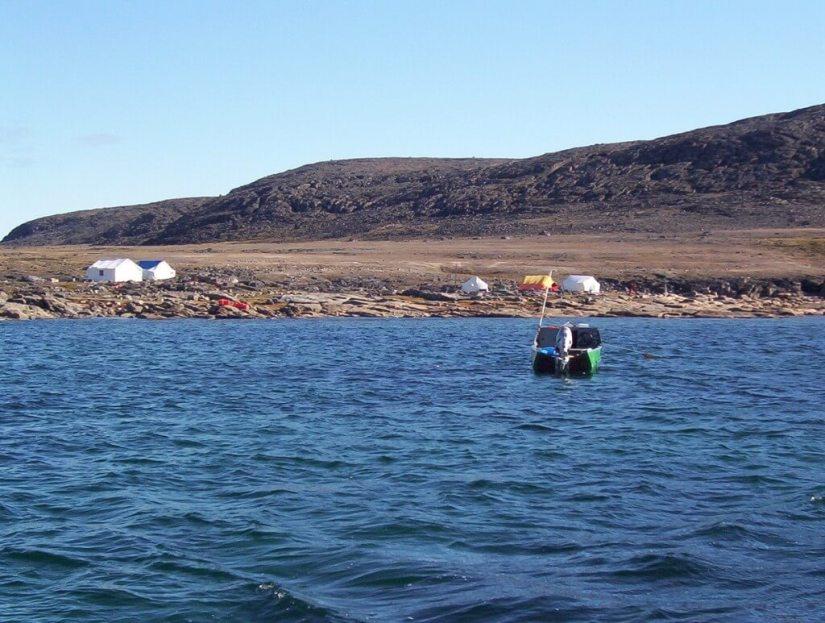 arctic shoreline off kekerten island - nunavut - canada