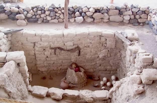 Human skulls in the desert at the Chauhilla Cemetery near Nazca in Peru, South America.