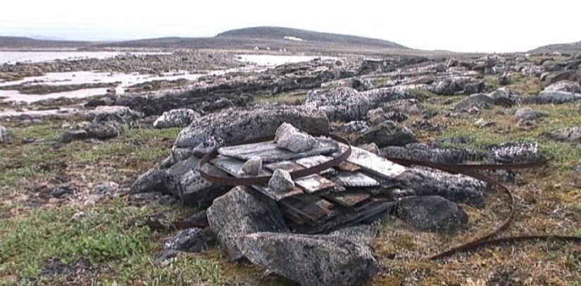 oil barrel coffin on kekerten island - nunavut