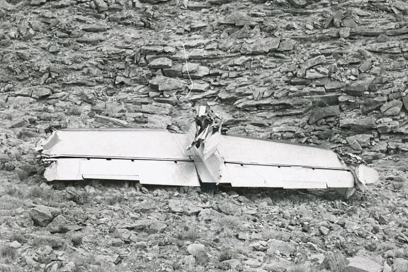 Severed-tail-of-TWA-Flight-2-grand-canyon