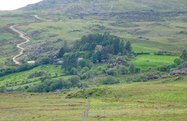 road through caha mountains 17