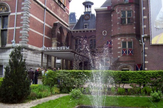 exterior entrance of rijksmuseum -  amsterdam