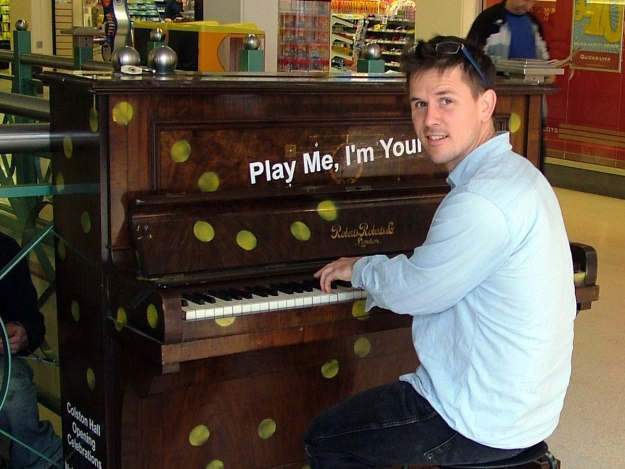 Luke Jerram at a Play Me Iam yours piano --
