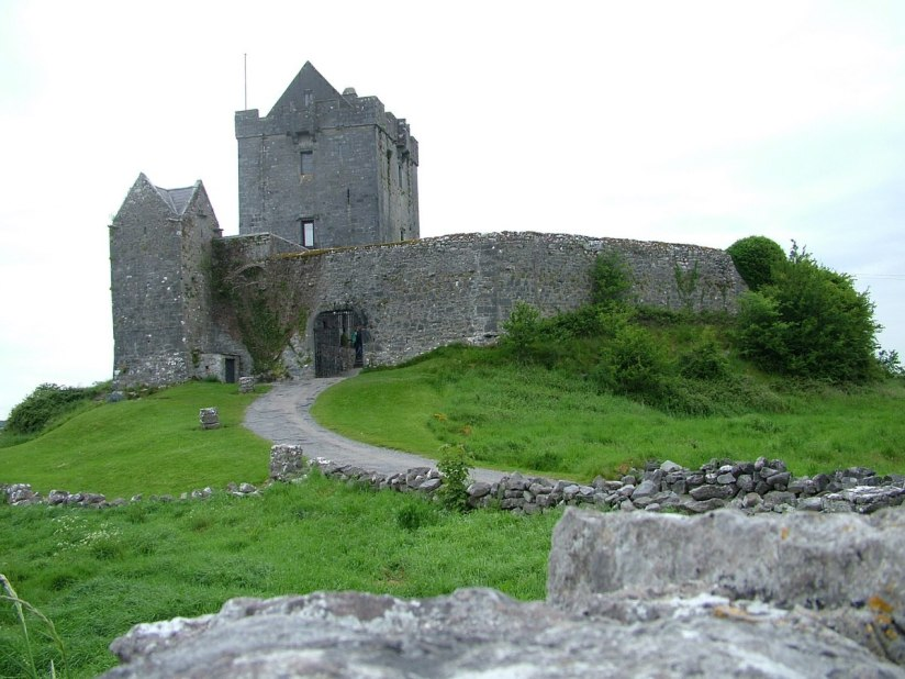 dunguaire castle - ireland - 3