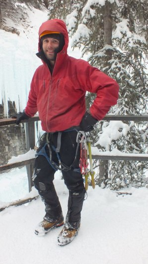 ice climber at johnston canyon - banff 3