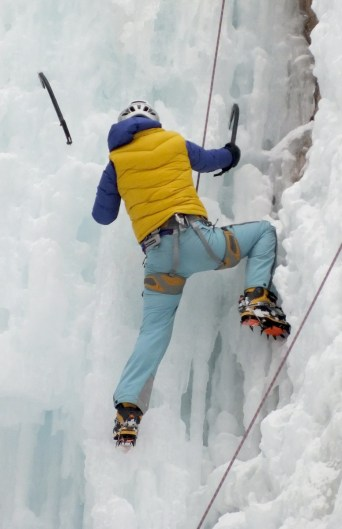 ice climbing in johnston canyon - banff 14