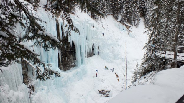 ice climbing in johnston canyon - banff 15