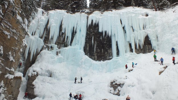 ice climbing in johnston canyon - banff 2
