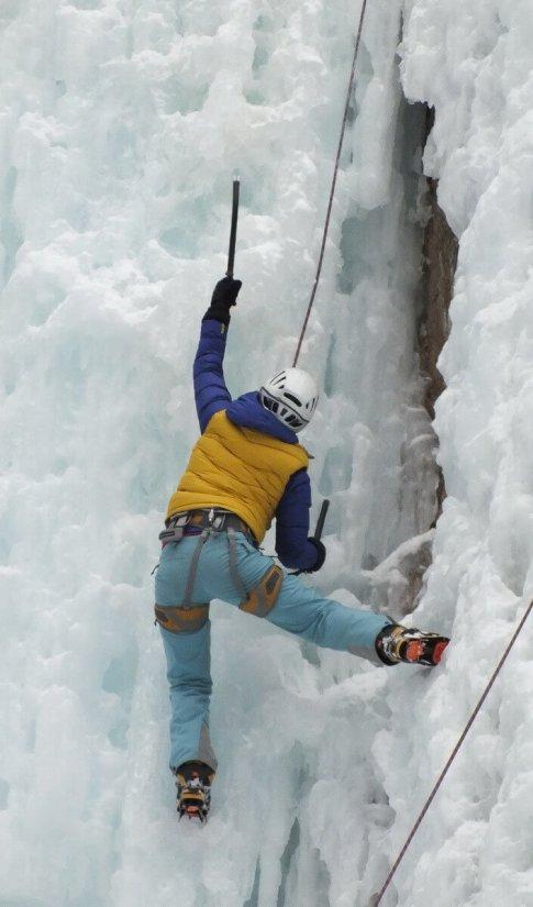 ice climbing in johnston canyon - banff 5