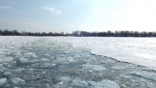 icy toronto harbour - ontario 3