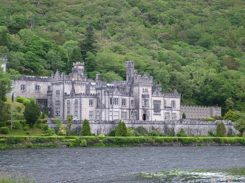 An image of Kylemore Abbey in Connemara, County Galway, Ireland. Photography by Frame To Frame - Bob and Jean.