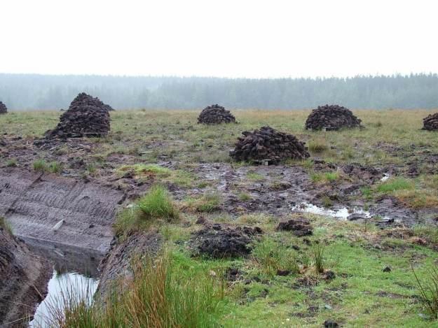 active peat cutting near twelve bens_ireland 3