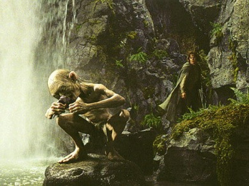 gollum-from-lord-of-the-rings-at-tawhai-waterfalls-in-tongariro-nationa-park-new-zealand-2