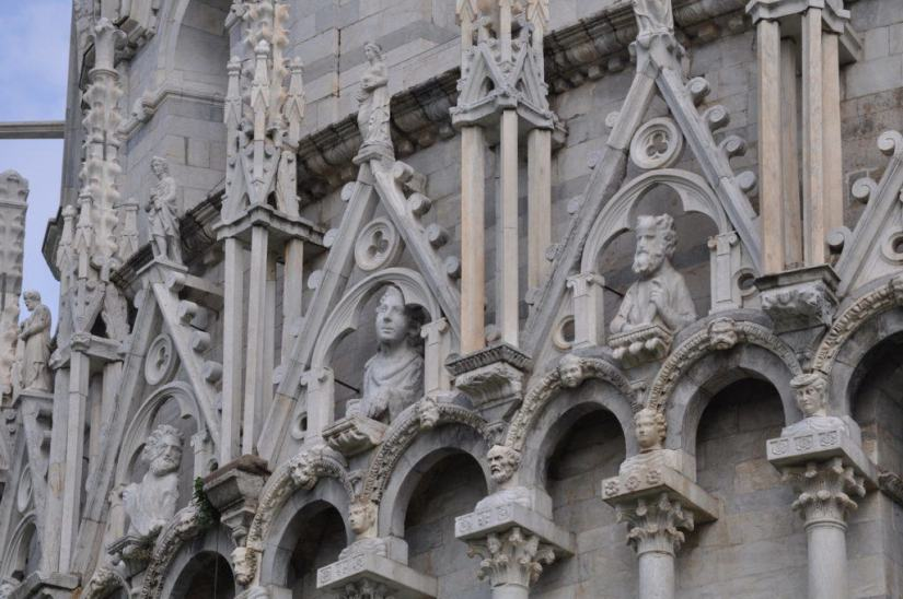 columns-and-statues-on-the-side-of-circular-baptistery-in-pisa-tuscany-italy