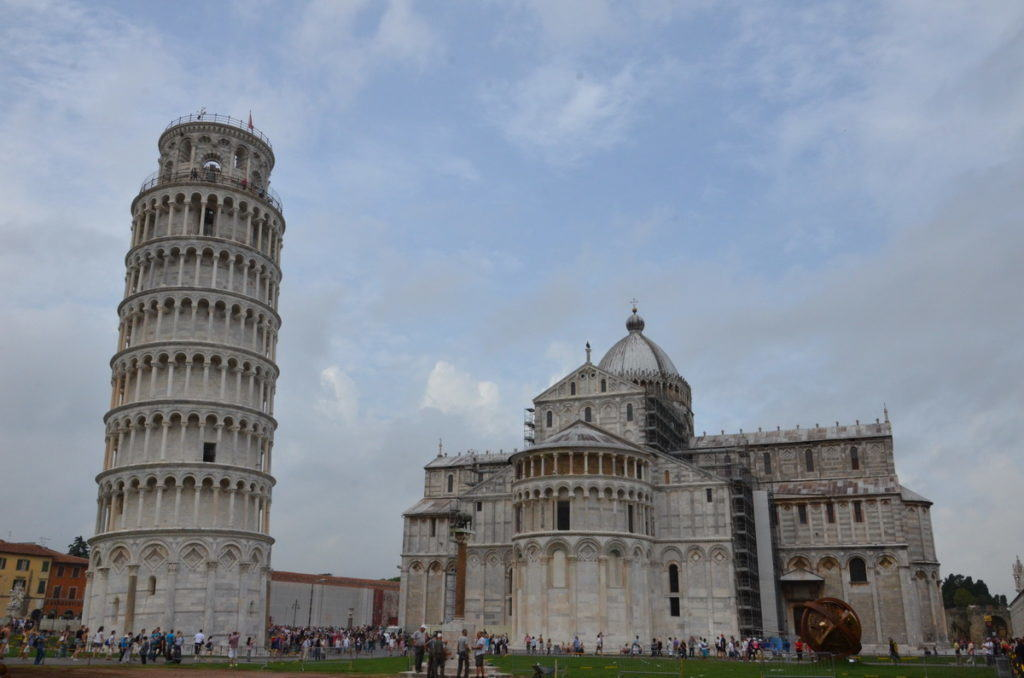 leaning-tower-of-pisa-standing-beside-the-pisa-cathedral-tuscany-italy