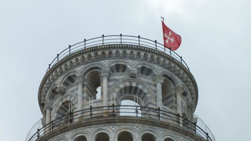 An image of the top of the Leaning Tower of Pisa in Tuscany, Italy. Photography by Frame To Frame - Bob and Jean.