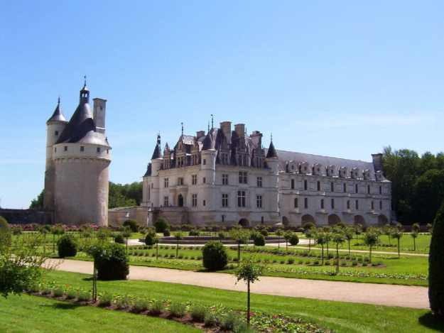 An image of Chateau de Chenonceau in Centre Val de Loire in France.