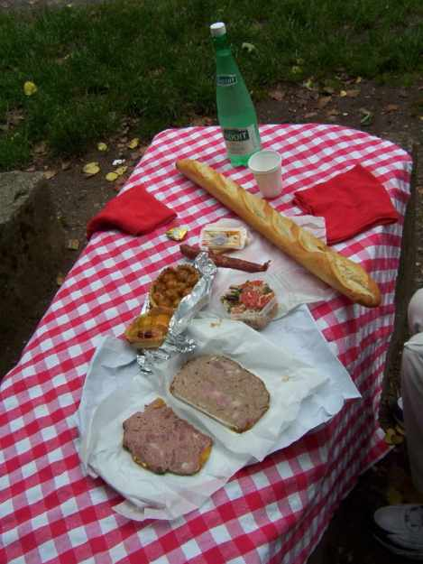 An image of a picnic lunch in France.