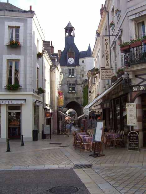 An image of a laneway in the town of Amboise in the Loire Valley in France.