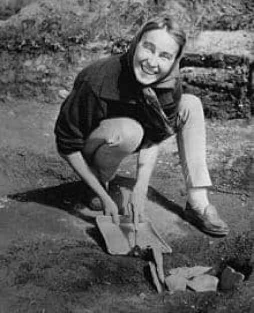 archeologist Anne Stine Moe Ingstad on location at l'Anse aux Meadows, Newfoundland, Canada