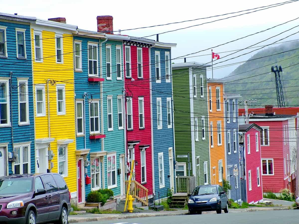 St john 39 s newfoundland is a feast for the eyes for Newfoundland houses
