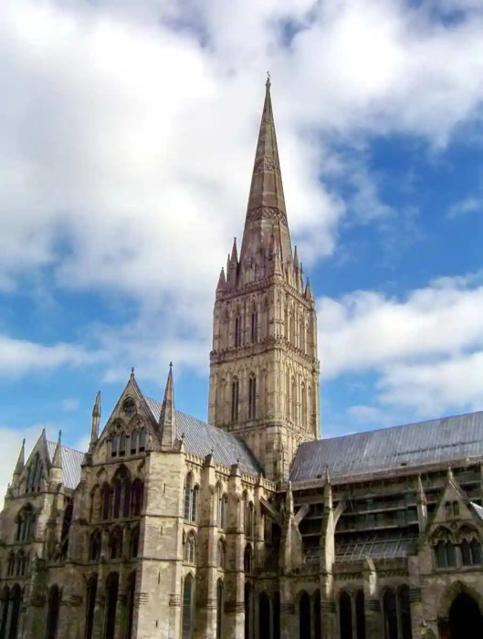 An image of Salisbury Cathedral in salisbury, wiltshire, england