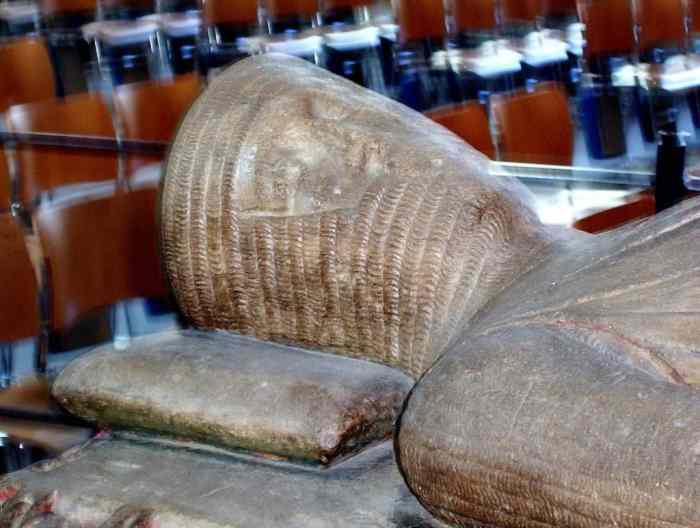 Image of the tomb of William Longespee in Salisbury Cathedral in England.
