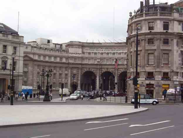 An image of the Admiralty Arch in London, England.