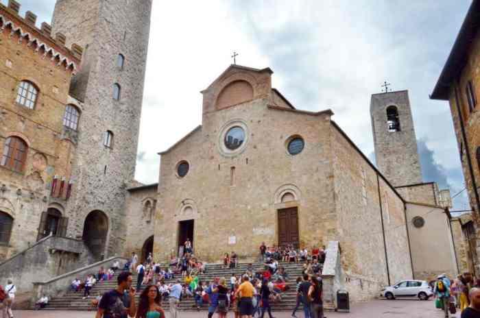 Image of the Collegiate Church overlooking Piazza del Duomo in San Gimignano, Italy.