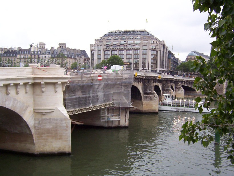 La Samaritaine and pont neuf, paris, france