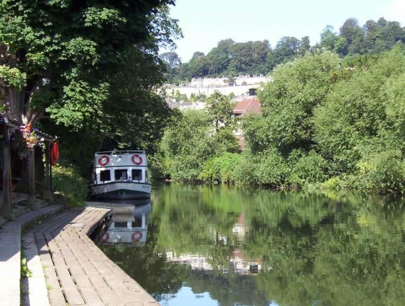 a pulteney cruiser, avon river, bath, england