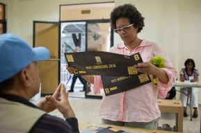 DOMINICAN REPUBLIC, Santo Domingo : A woman prepares to vote at a polling station in Santo Domingo during general elections on May 15, 2016. Voting began Sunday in the Dominican Republic's presidential election, where incumbent leader Danilo Medina is tipped to win despite grinding poverty and widespread crime. / AFP PHOTO / Fran Afonso